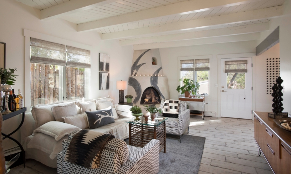 A cozy and relaxed living room in a Santa Fe casita