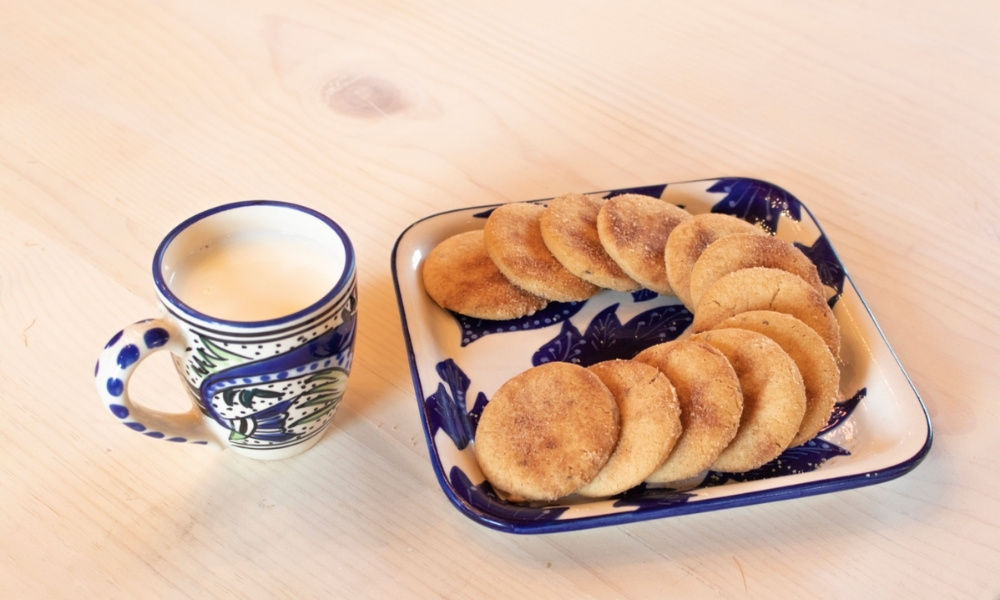 Biscochitos and a glass of milk