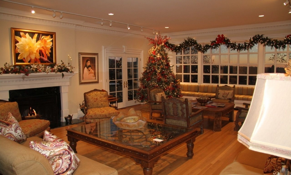 The living room decorated for Christmas of the Governor's Mansion in Santa Fe